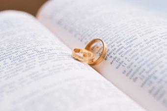 新潟で人気の結婚指輪(マリッジリング)と婚約指輪(ダイヤモンドエンゲージリング)鍛造 | 結婚指輪、海外ブランドと日本のブランドの違い
