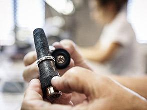新潟で人気の結婚指輪(マリッジリング)と婚約指輪(ダイヤモンドエンゲージリング)鍛造 | カッコいいマリッジリングをお互いの分身として身に着けるCHRISTIAN BAUER(クリスチャンバウアー)の結婚指輪