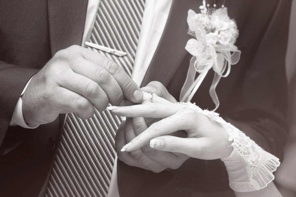 新潟で人気の結婚指輪(マリッジリング)と婚約指輪(ダイヤモンドエンゲージリング)鍛造 | シンプルの全ての条件が揃うCHRISTIAN BAUER(クリスチャンバウアー)