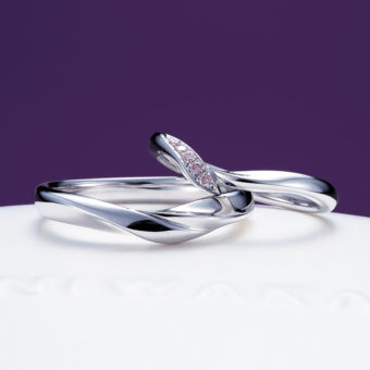 新潟で人気の結婚指輪(マリッジリング)と婚約指輪(ダイヤモンドエンゲージリング)俄(にわか) | 二つの結婚指輪が揃うと、桜の花が完成するマッリジリング