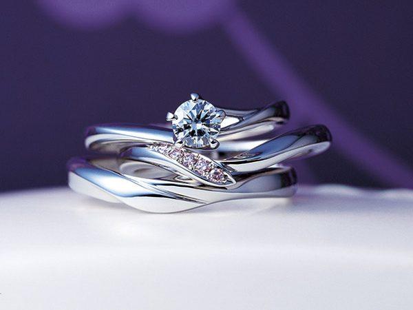 新潟で人気の結婚指輪と婚約指輪 にわか(ニワカ) | スッキリとした印象が魅力のV字デザイン