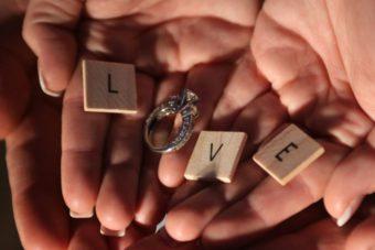 新潟で人気の結婚指輪(マリッジリング)と婚約指輪(ダイヤモンドエンゲージリング)| 新潟で結婚・婚約した先輩カップルのリアルな指輪とプロポーズ秘話