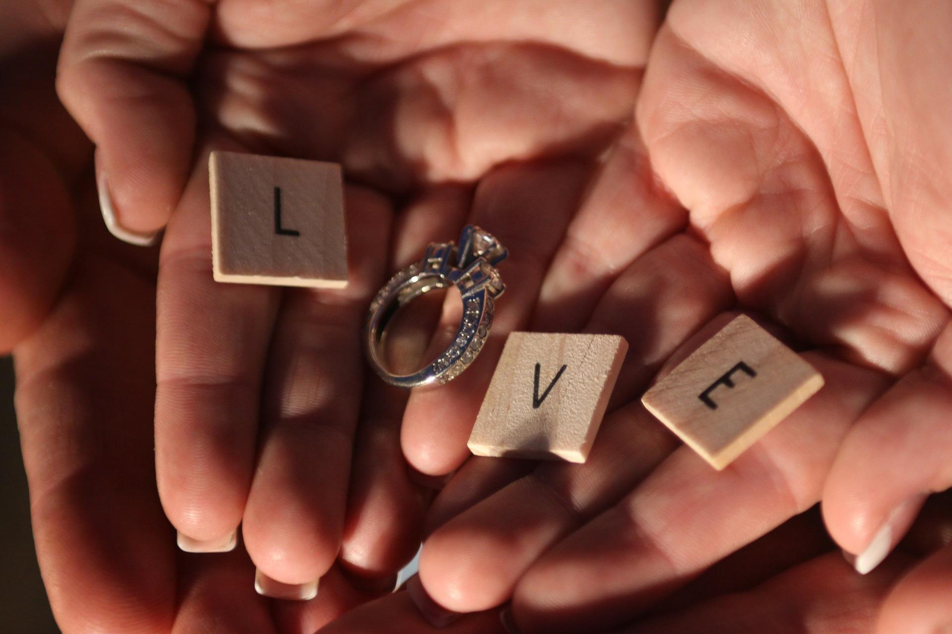 新潟先輩カップルの婚約指輪(エンゲージリング)結婚指輪(マリッジリング) LUCIE(ルシエ)のシンプルデザインのマリッジリングがお気に入り!