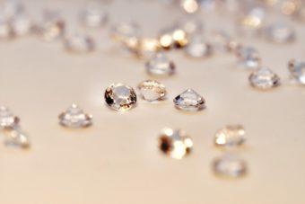 新潟で人気の結婚指輪(マリッジリング)と婚約指輪(ダイヤモンドエンゲージリング)俄(にわか)   新潟で人気のブランド、にわかのダイヤモンドが秘めたストーリーと美しさ