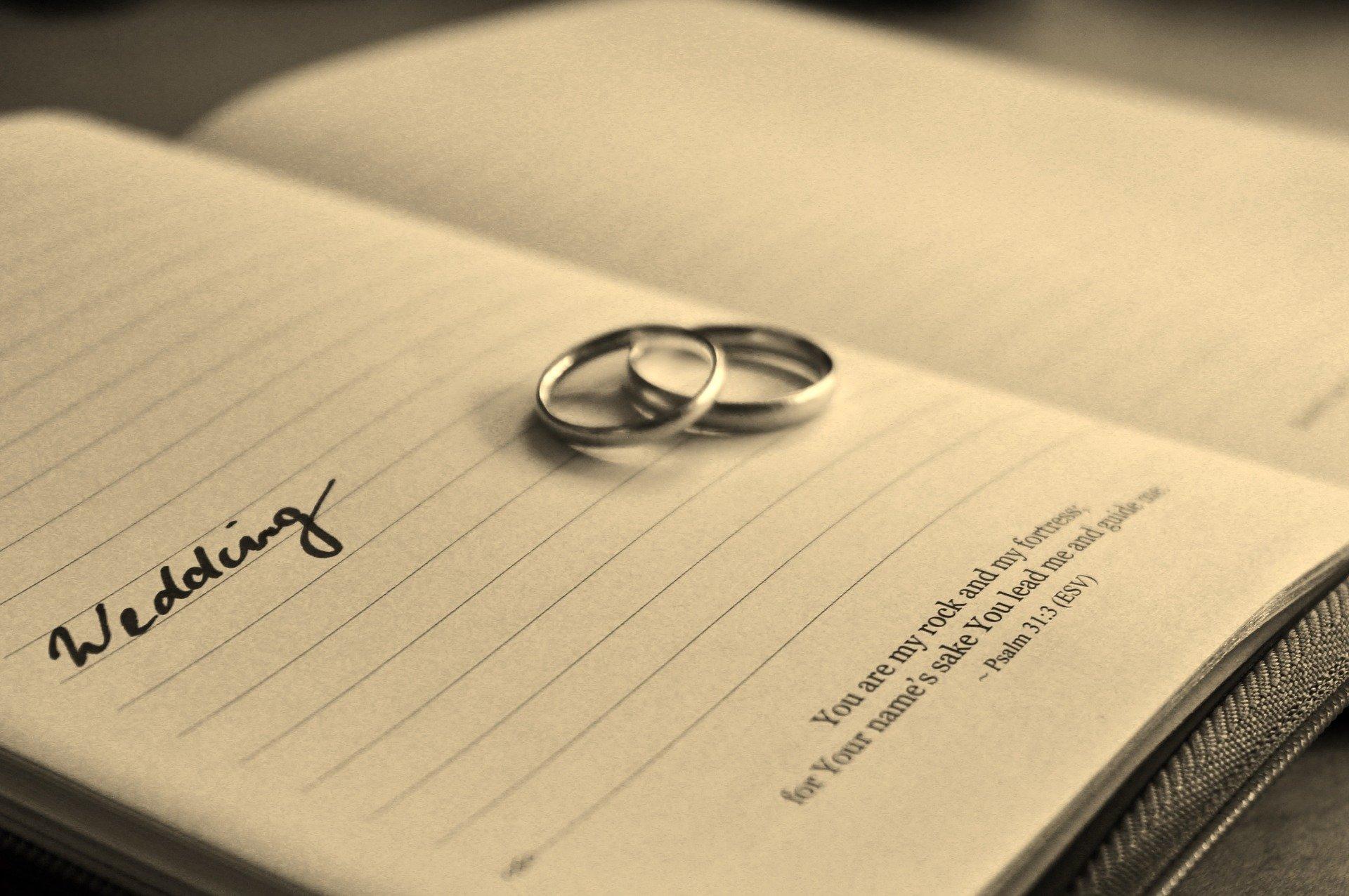 新潟先輩カップルの婚約指輪(エンゲージリング)結婚指輪(マリッジリング)|シンプルすぎないダイヤモンドの輝き にわか(俄 NIWAKA)せせらぎ